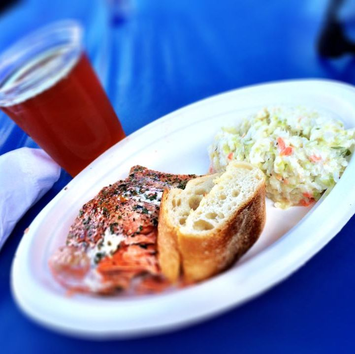 Seafoodfest salmondinner xxlye6