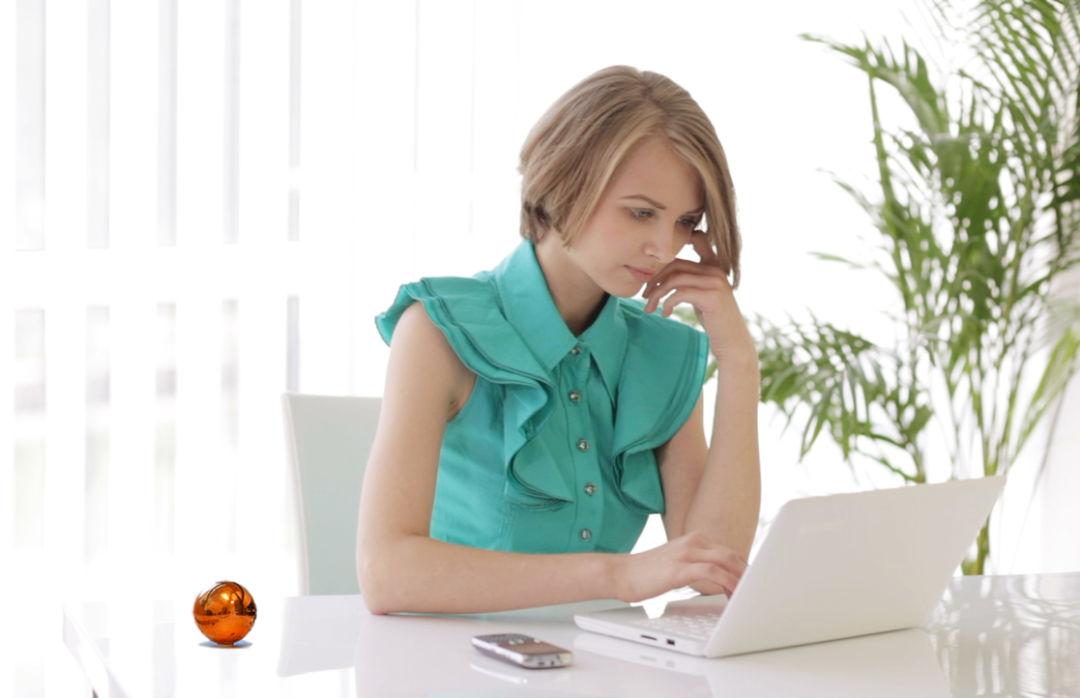 Desktop sphere woman v2 tmbefm