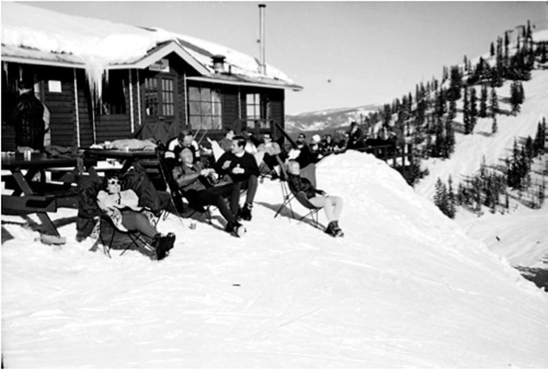 0215 breaking trail ski lodge roywll