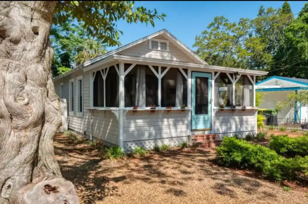 The screened-in lanai is one of the main features of this adorable cottage.