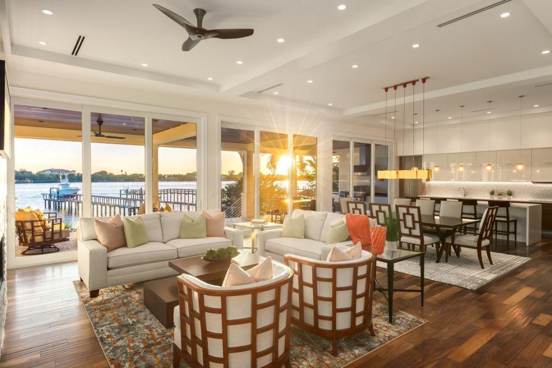 Bay shore living room ghnxjg