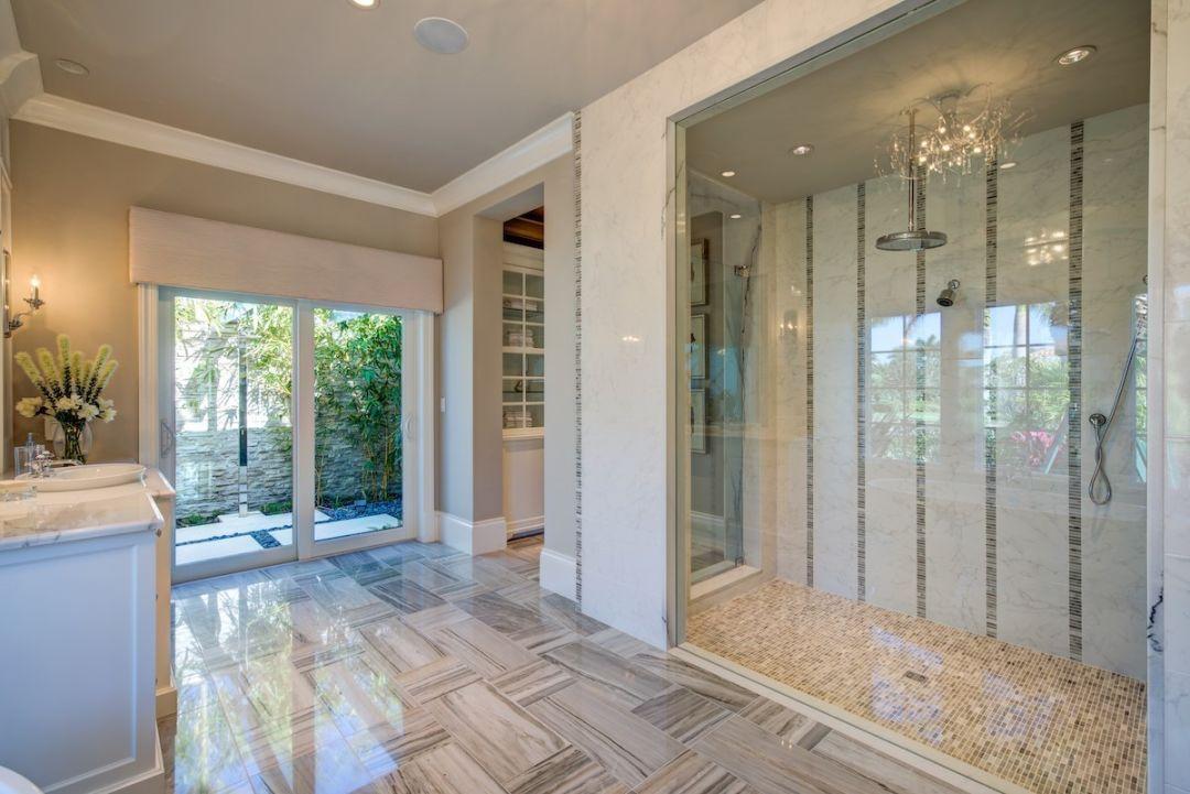 Romanza interior bathroom m26fit