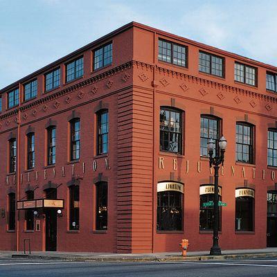 Portland store facade qxpkfg