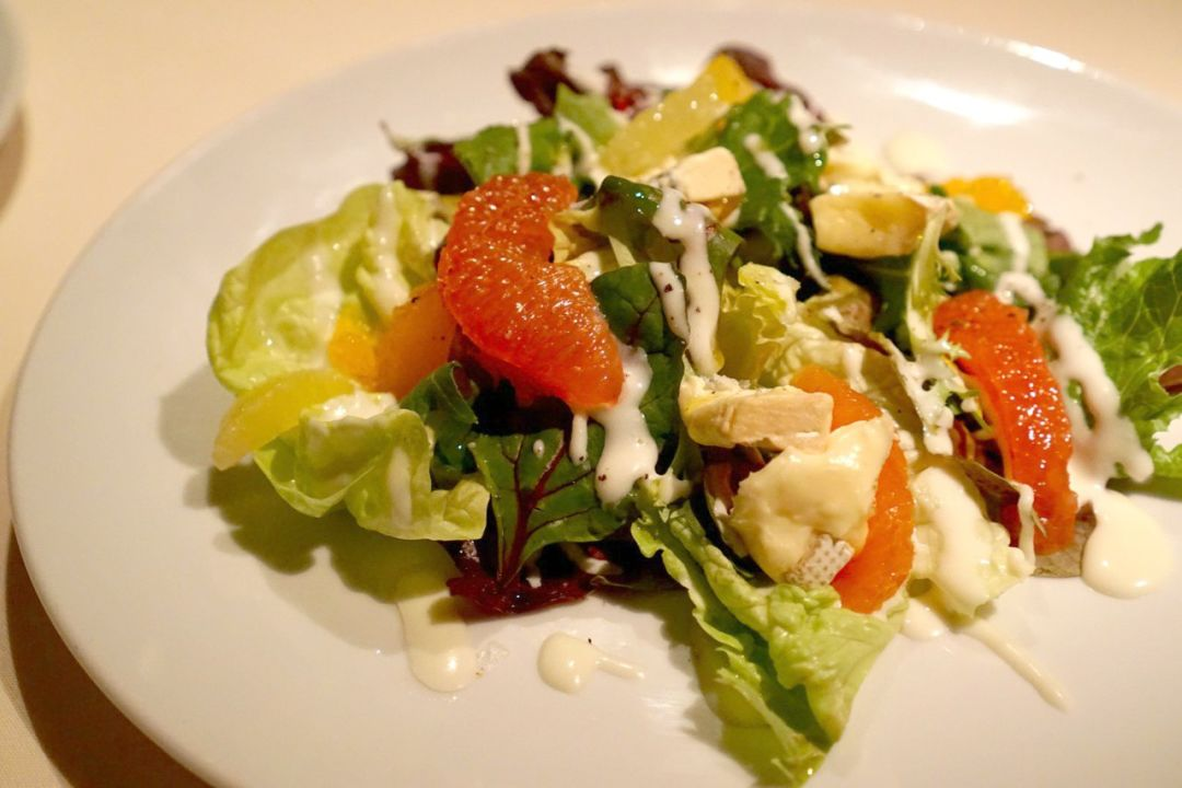 Butter lettuce and citrus salad with spanish cheese va3bb9