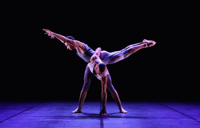 Balletboyz thetalent in  mesmerics  by christopher wheeldon photo 3 by george piper. linbury studio theatre 16.9.14 x9ys2b