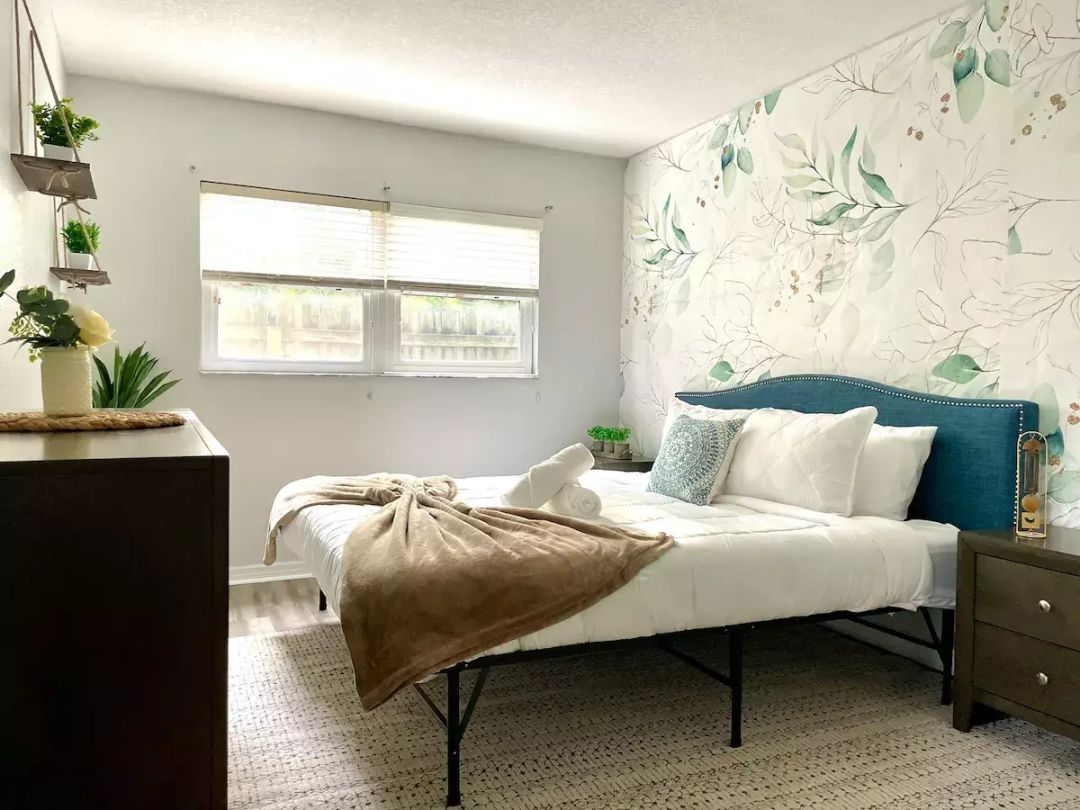 This relaxing wallpaper pattern is pure eye candy in this Arlington Park home