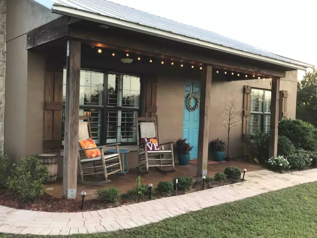 Check out east Sarasota, where quiet country living awaits in those front porch rockers at the Guesthouse.