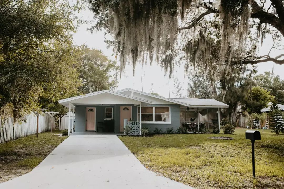 If you love the look of midcentury-modern Florida homes, this area is loaded with them.
