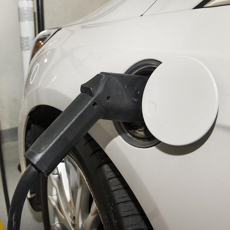 Electric vehicle charging station b8e31q