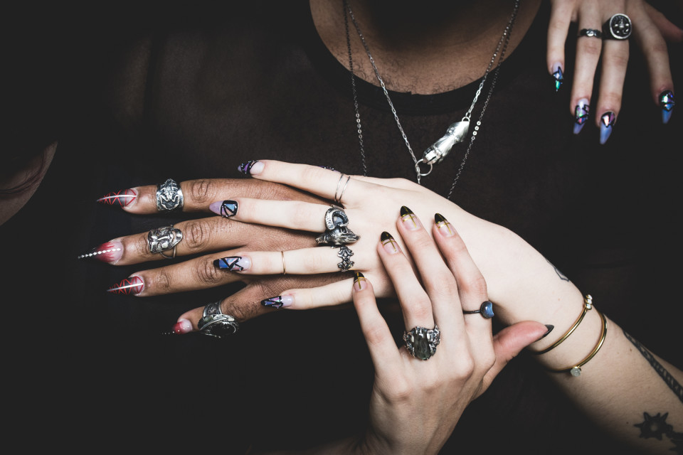 Jewelry, Snakes, and Blinged-Out Nails: Altar and Finger Bang\'s New ...