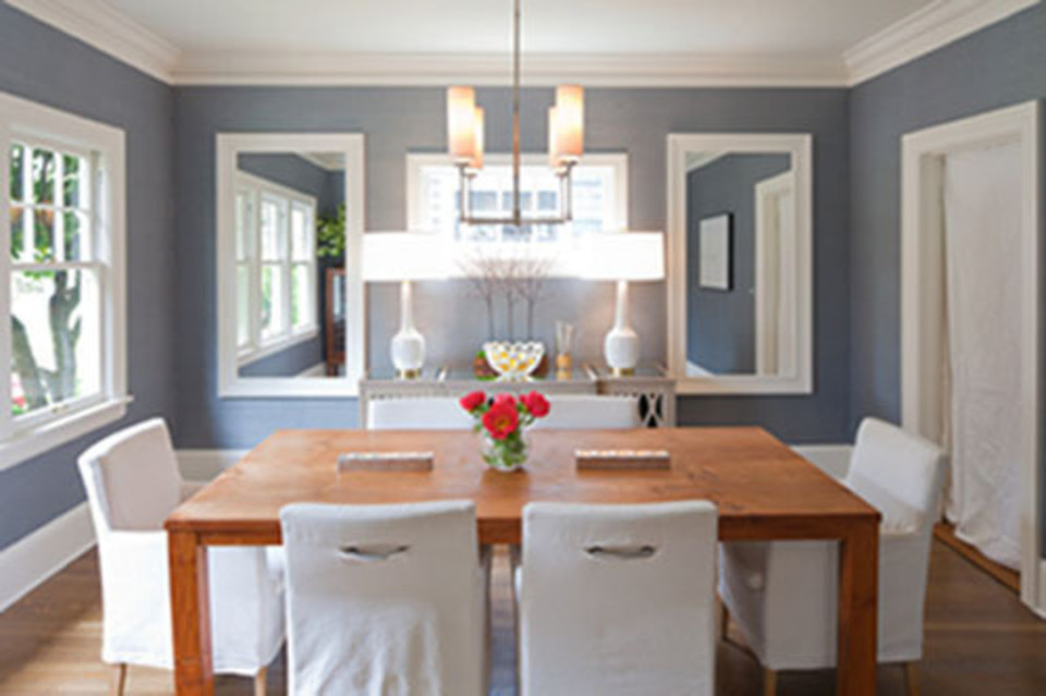 Local design-build firm Vanillawood transformed a traditional home with new furnishings, color, and wallpaper.