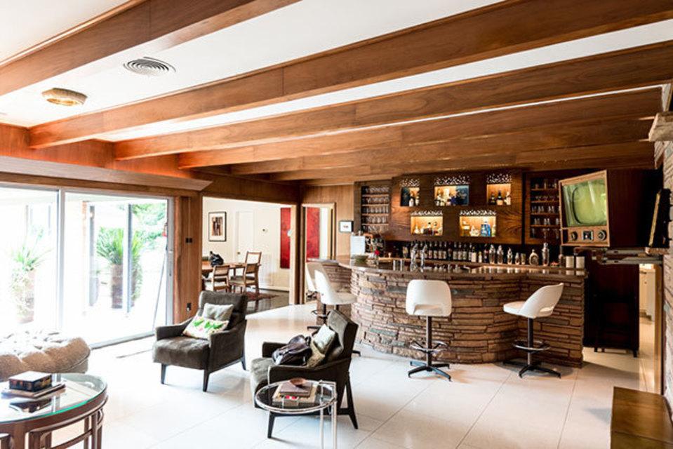 Wonderful 1 Of 11. Alvin Schultzu0027s Home Bar ...