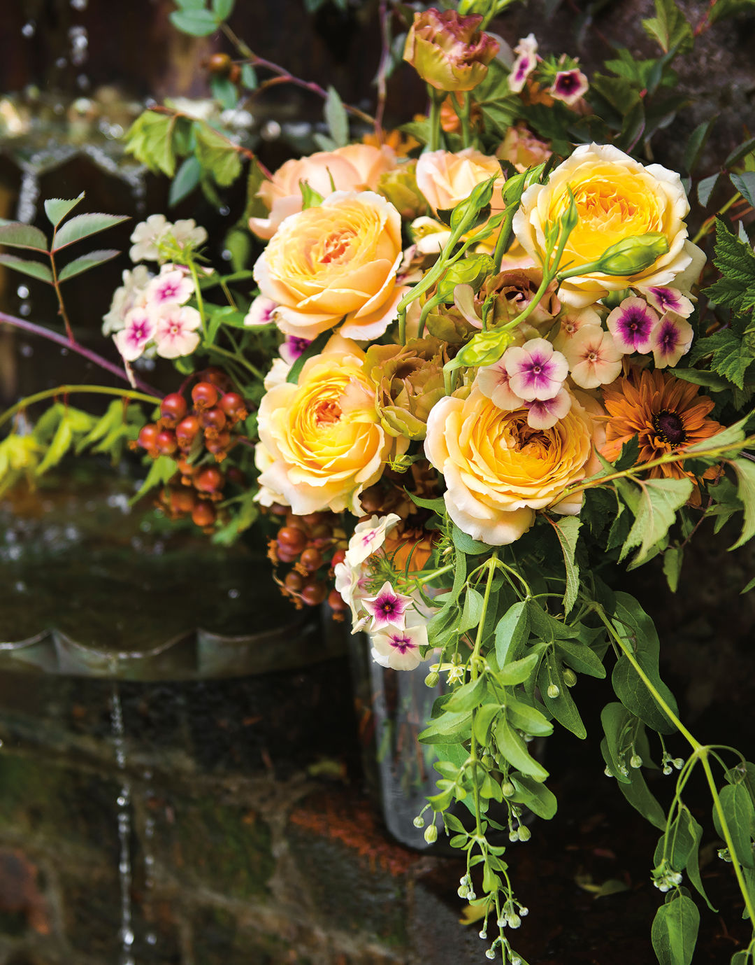 Bed Of Roses Inspiring Bridal Arrangements And Bouquets Pacific
