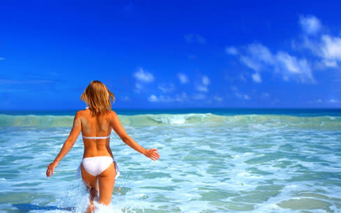 Girl in the sea dgbz9j