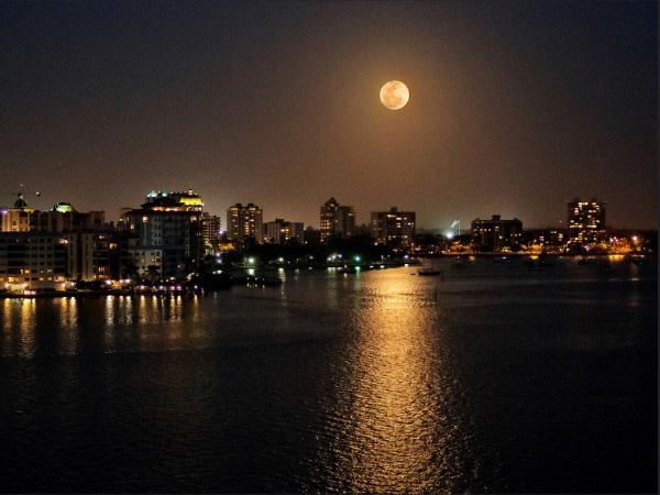 Moonrise over sarasota 52215 pg4mzn
