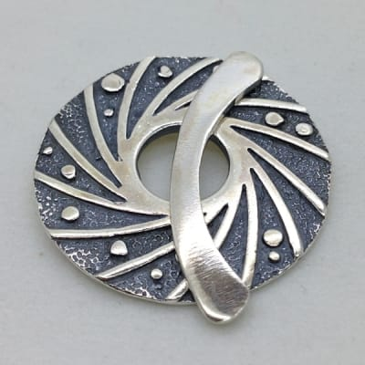 ST125 sterling silver toggle