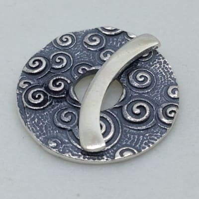 ST138 sterling silver toggle