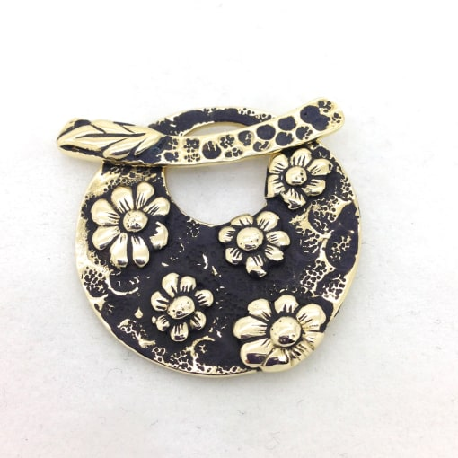 STB148 flower toggle pendant