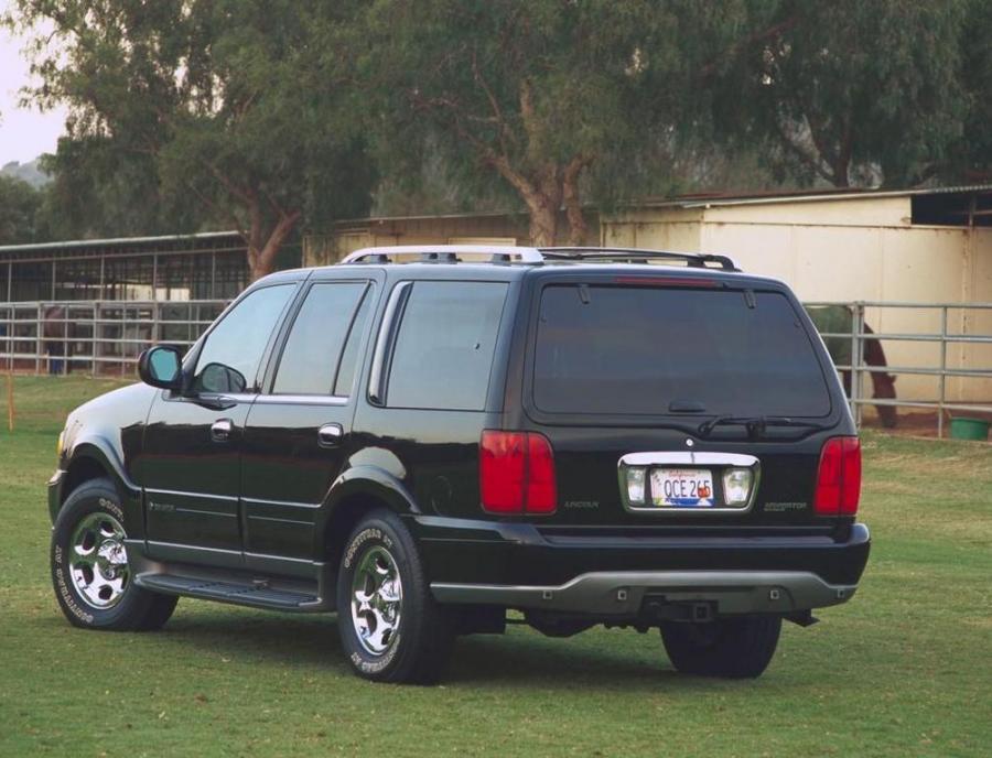 Фото Lincoln Navigator 5.4 V8 (с 1997 по 2006 годы), Lincoln Navigator 5.4 V8 32V (с 1997 по 2006 годы), Lincoln Navigator 5.4 V8 32V 4X4 (с 1997 по 2006 годы), Lincoln Navigator 5.4 V8 4WD (с 1997 по 2006 годы)