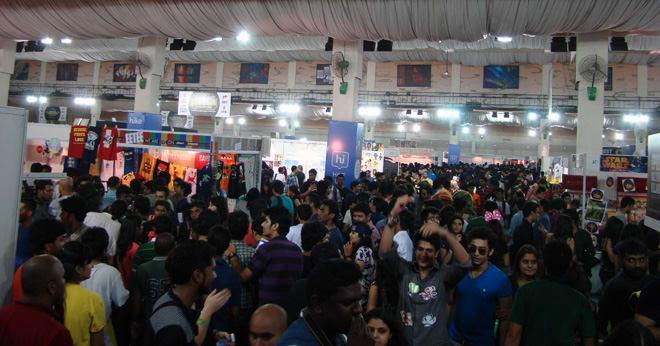 Comic-Con_Bangalore_2014_Crowd_No_Space