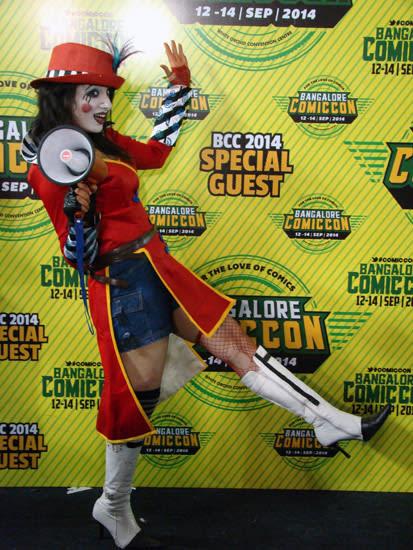 Comic-Con_Bangalore_2014_Mad_Moxxi_Borderlands2