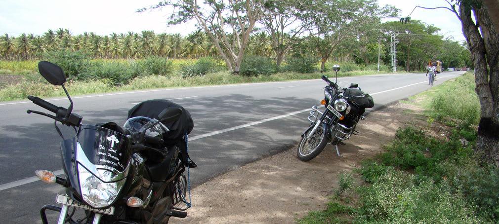 Pollachi_to_Udumalpet_Beautiful_Roads