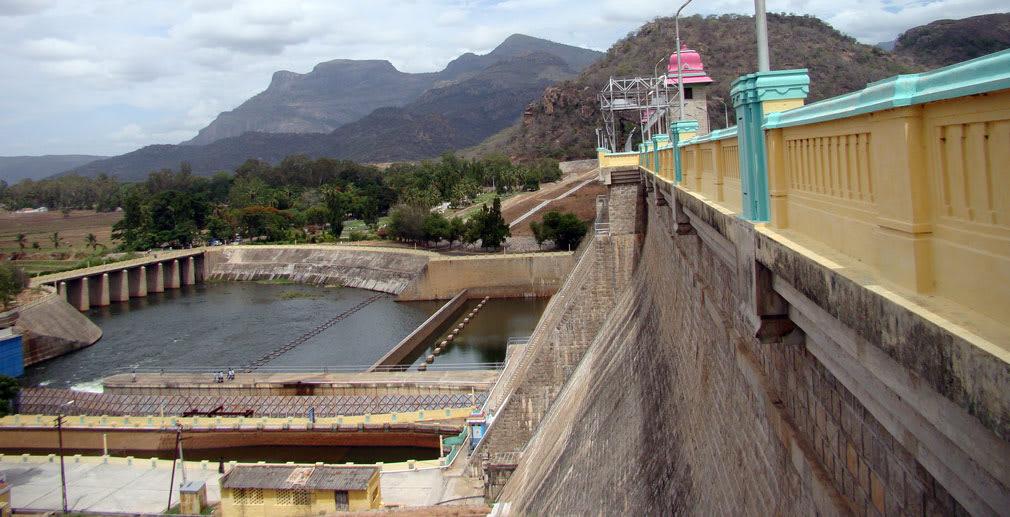 Amaravathi_Reservoir_Looming_Mountains