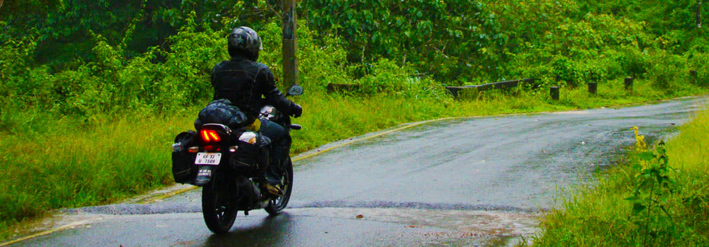 Arun_Pulsar_Athirappilly_Valparai_Forest_Route