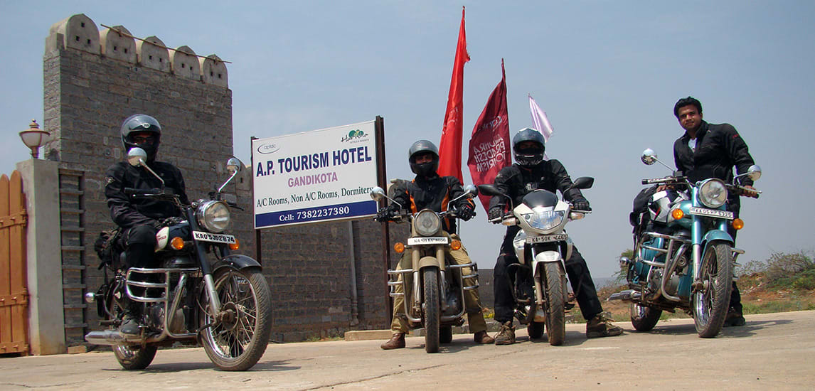 Group_Photo_Gandikota_Hotel_AP_Tourism