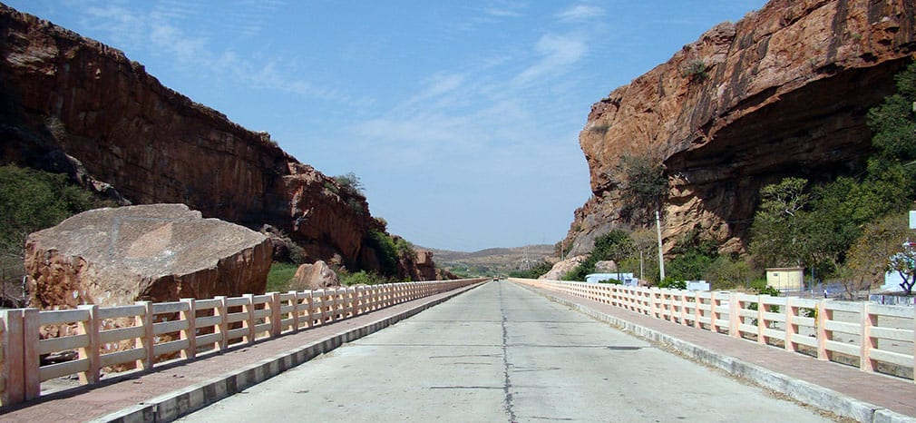 Awesome_Rocky_Formation_Road_1