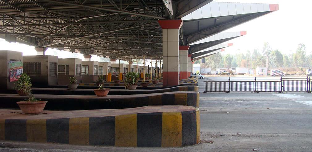 Waiting_at_Toll_Gate_2