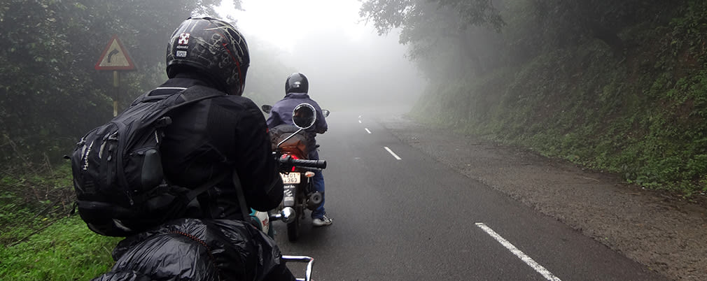 Entering_Mist_Zone_Valparai