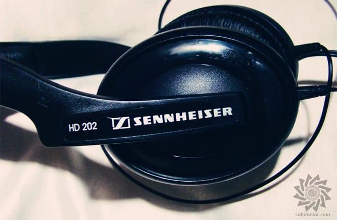 Sennhesier HD 202 II Earcup Closeup