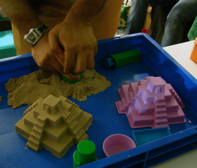 Comic-Con_Bangalore_2014_Kinetic_Sand_Mould