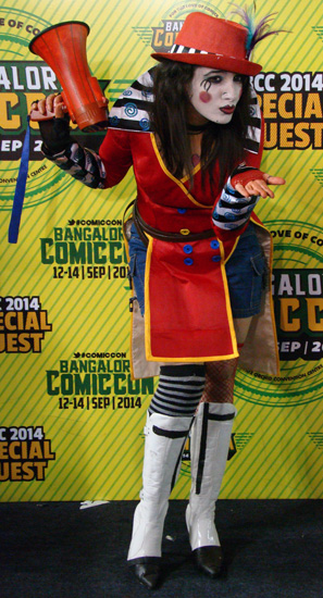 Comic-Con_Bangalore_2014_Mad_Moxxi_Kiss_Borderlands2