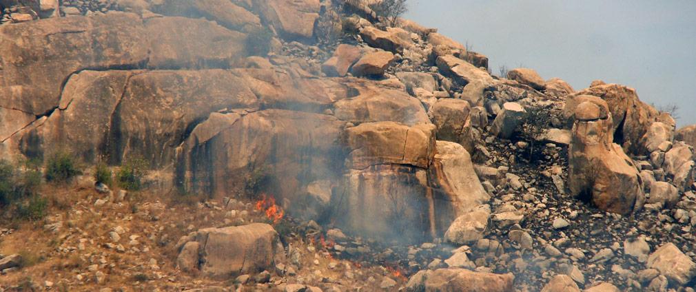 Fire_on_the_Rocks