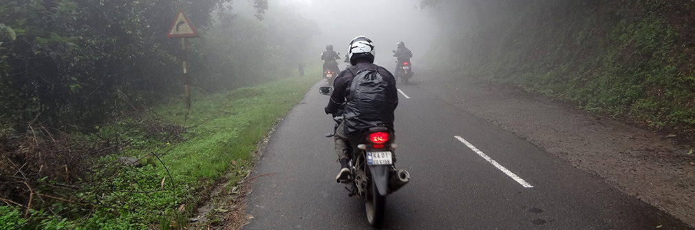 Entering_Mist_Zone_Valparai_2