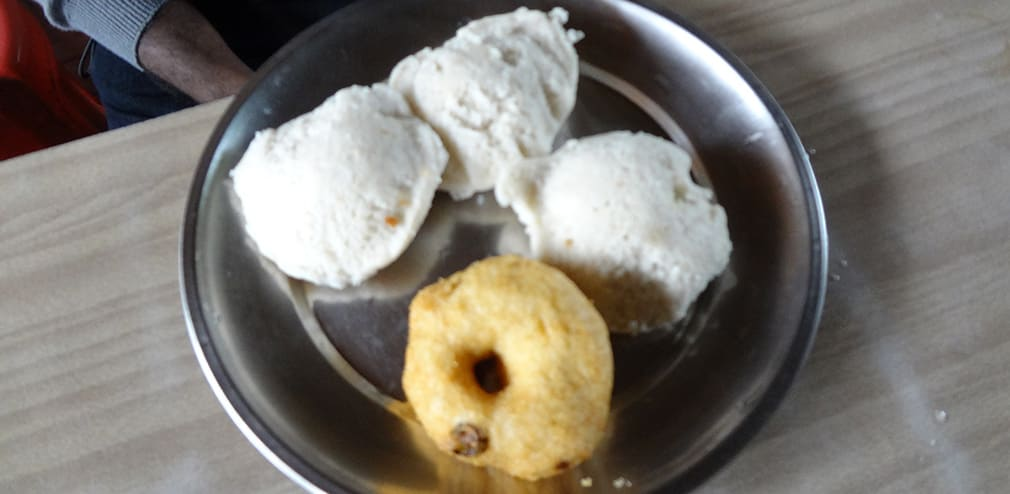 Top_Station_to_Munnar_Breakfast_Idli_Vada