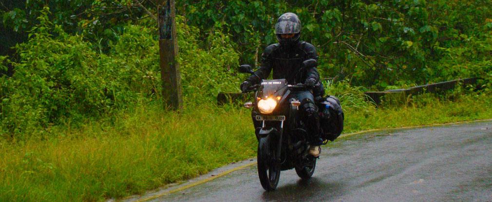 Arun_Pulsar_Athirappilly_Valparai_Forest_Route_ComeBack