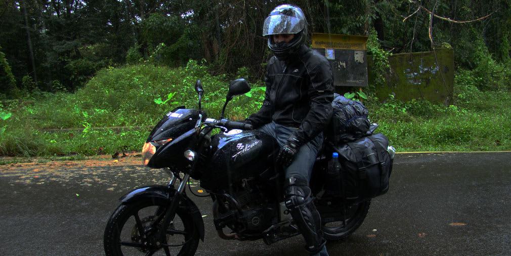 Arun_Pulsar_Athirappilly_Valparai_Forest_Route_LastManStanding