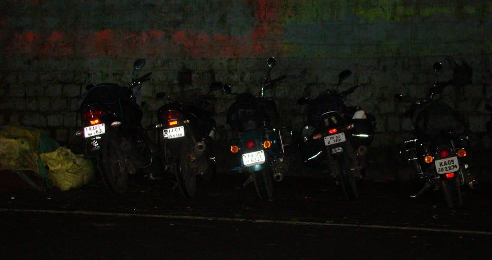 Valparai_Hotel_Treat_Front_Dangerous_Parking
