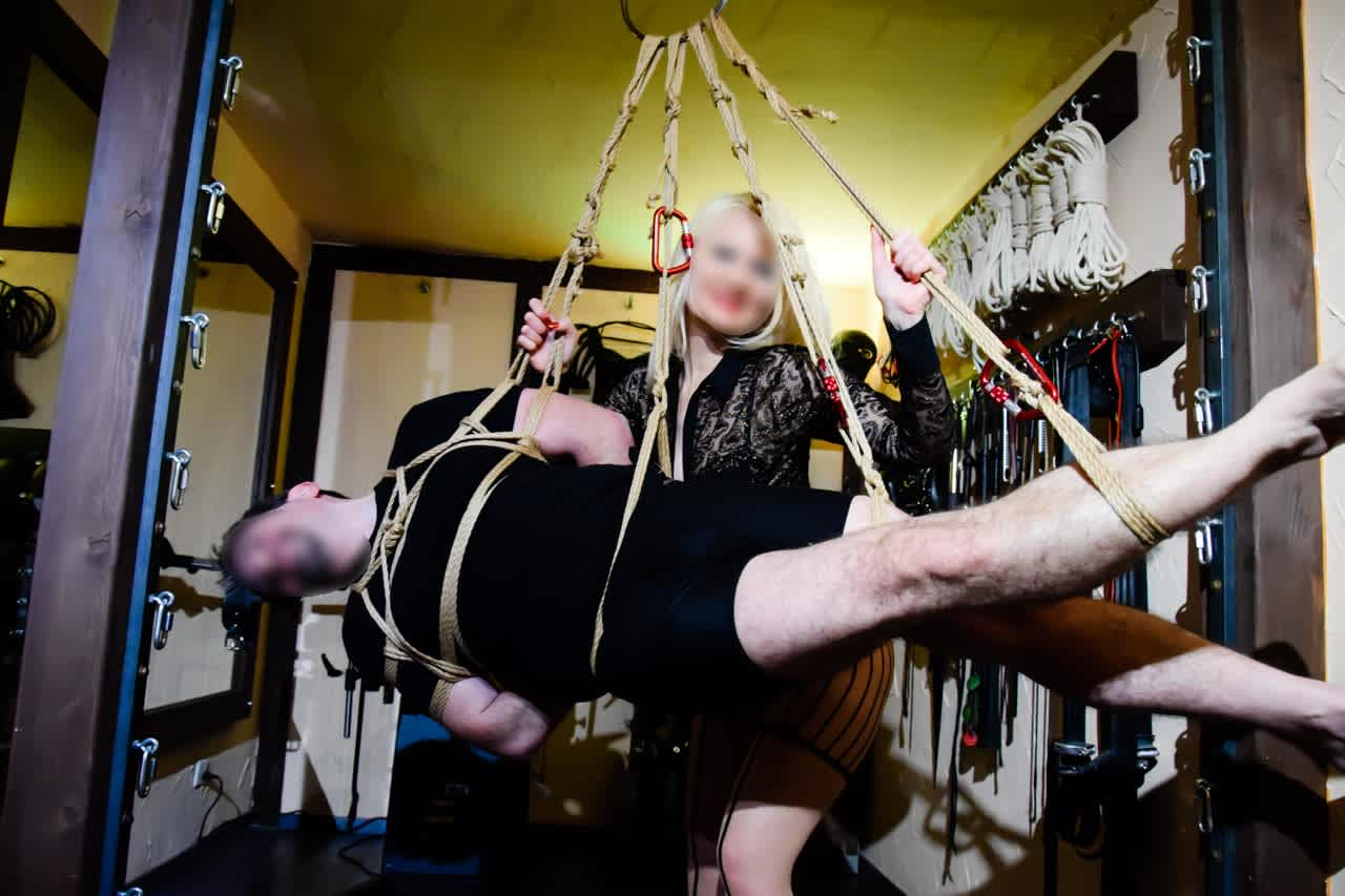 BDSM für Paare im gut eingerichteten Domina Studio