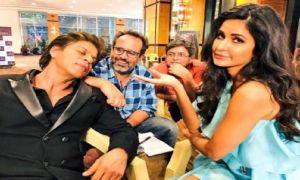 Katrina Kaif looks surprisingly at sleeping Shah Rukh Khan
