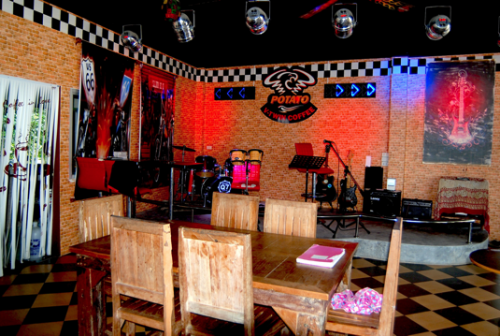 Live music functions can be catered for and organised.