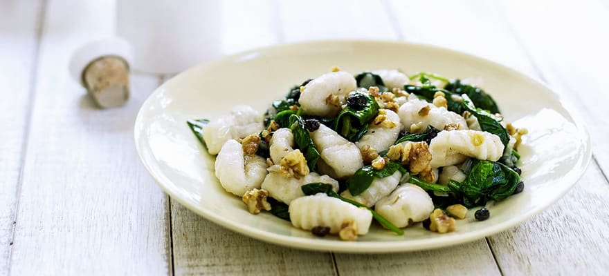 Gnocchi with spinach and walnuts image 1