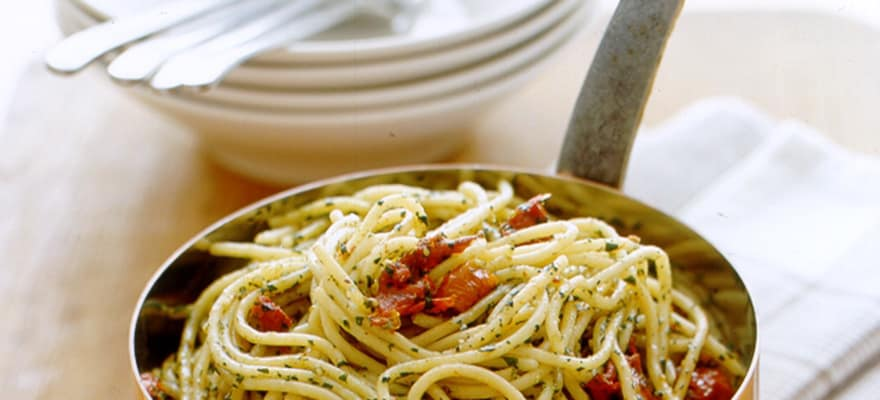 Sun-dried tomato pesto pasta image 1