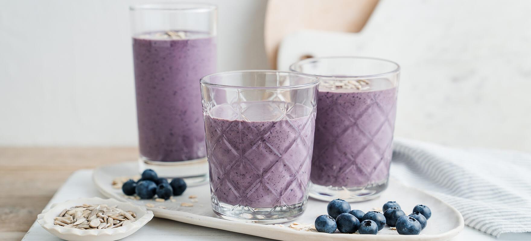 Blueberry, cinnamon & oat smoothie image 1