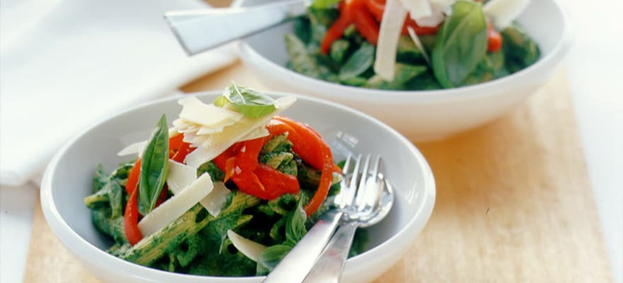Spinach and roast capsicum pasta image 1