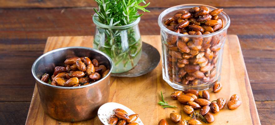 Rosemary roasted almonds image 2