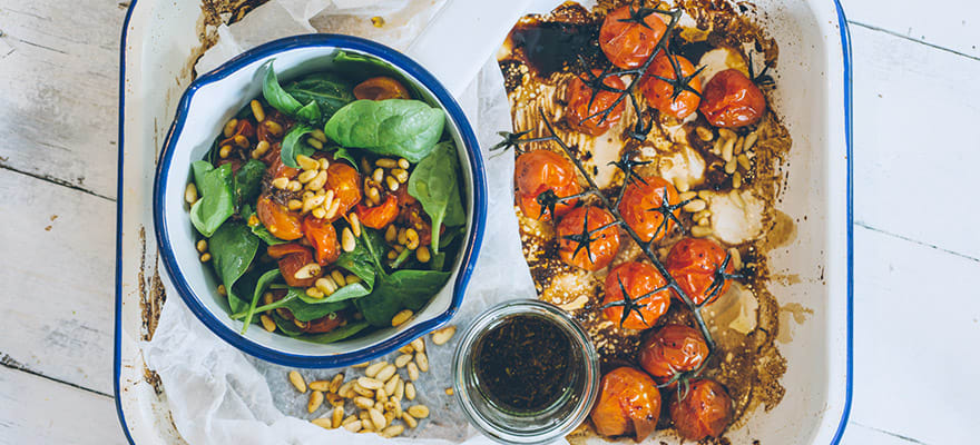 Baby spinach salad with pesto image 1